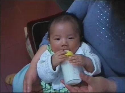 金东浩东东喝奶照片