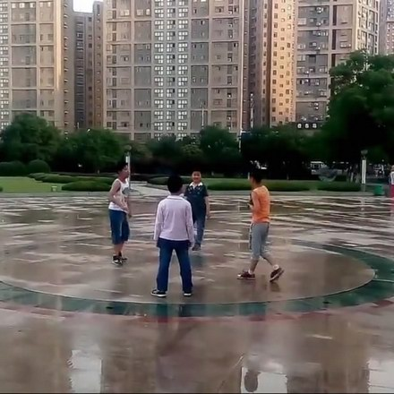 和平广场溜冰玩耍
