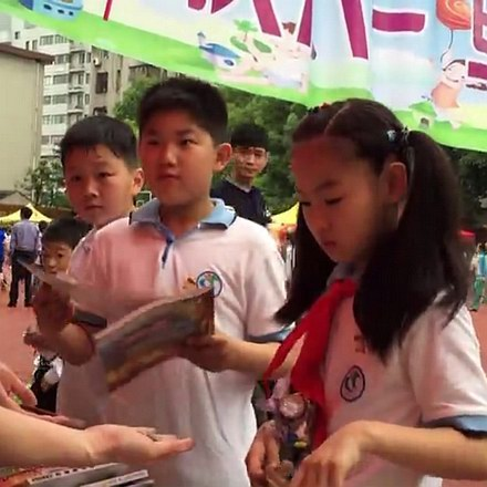 金东浩滁州路小学红领巾图书义卖漂流活动照片