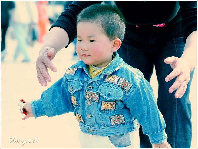 金东浩东东快要自已走路了照片