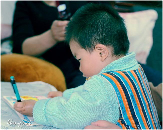 金东浩模仿别人写字日记照片