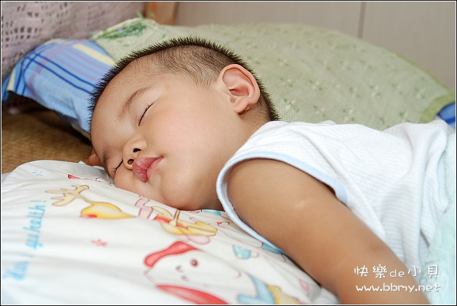 金东浩午睡照片