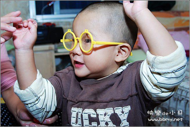 金东浩戴眼镜照片