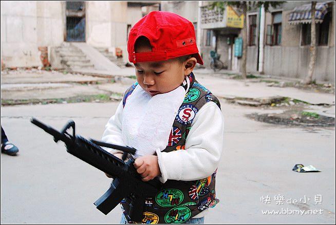 金东浩玩枪照片