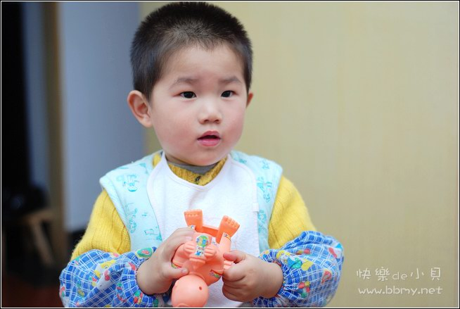 金东浩倒玩具照片