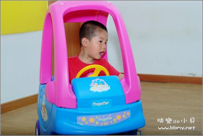 金东浩幼儿园的玩具车照片