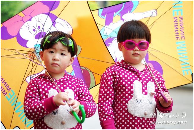 金东浩和美女拍照照片