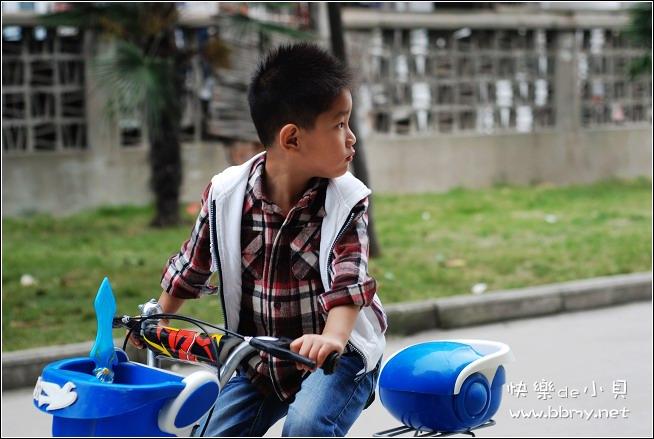 金东浩陪伴东东之骑车照片
