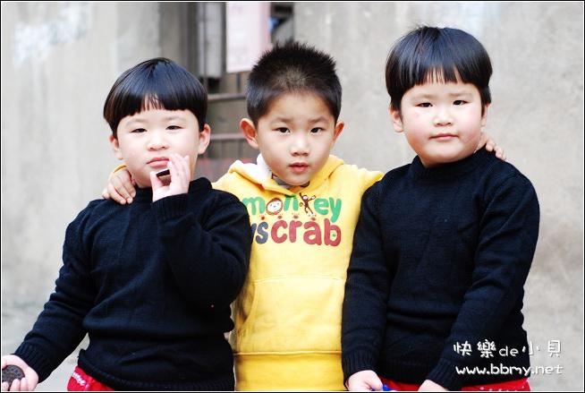 金东浩学老师弹琴照片