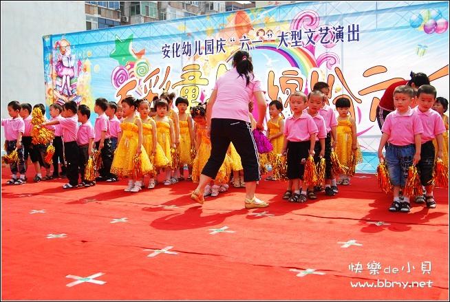 金东浩快乐的六一儿童节照片