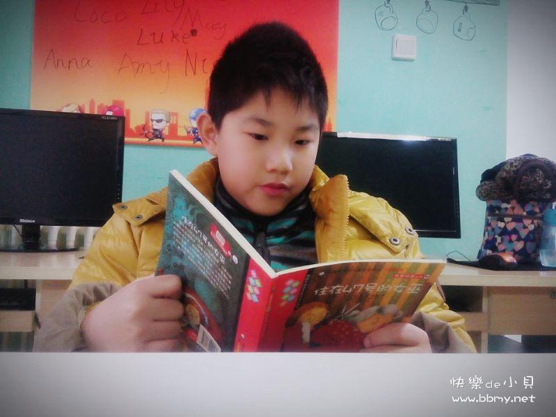 金东浩打发时间的最好办法-看书照片