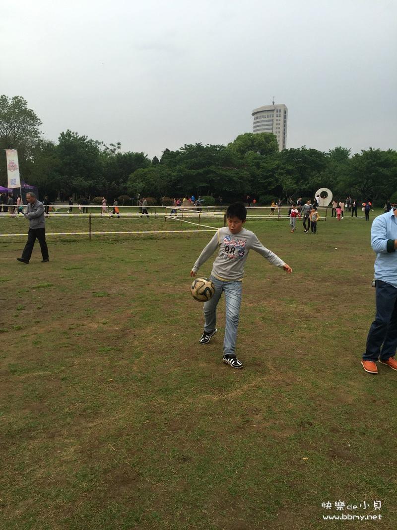 杏花公园踢足球