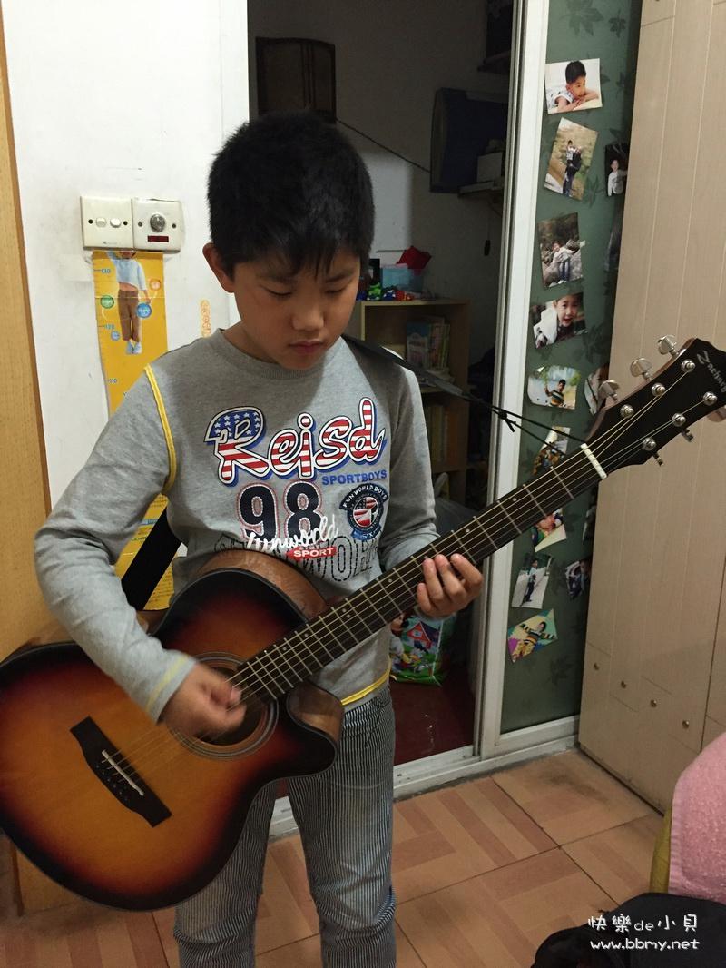 金东浩自做决定学吉他照片